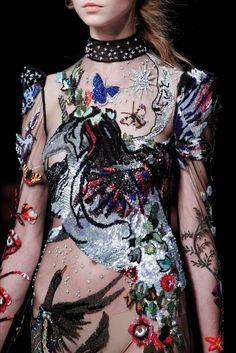 Sfilata Alexander McQueen Londra - Collezioni Autunno Inverno 2016-17 - Vogue
