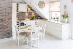 Décoration Maison En Photos 2018 – Bright kitchen with a Nordic interior design Loft Kitchen, Kitchen Interior, Kitchen Decor, Kitchen Brick, Kitchen White, Small Attic Room, Attic Rooms, Attic Playroom, Attic Loft