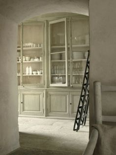 Glazed cabinets combined with plastered walls give this cabinet and old European look.