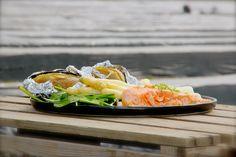 Salmone alla griglia con asparagi bianchi e patate al cartoccio Catering, Japanese, Ethnic Recipes, Food, Home, Meal, Japanese Language, Eten, Meals