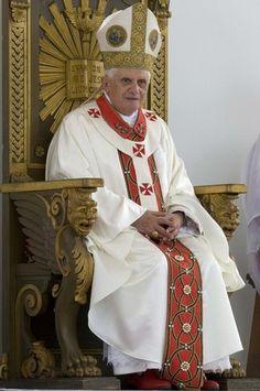 PAPA BENEDICTO XVI Juan Pablo Ii, Pope Benedict Xvi, Christian Devotions, Roman Catholic, Priest, Historical Photos, Saints, Paganism, Celestial