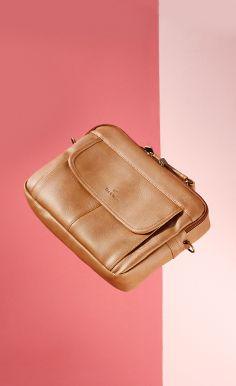 Một chiếc briefcase hai ngăn sẽ là một lựa chọn lý tưởng.   Bạn có thể xách bằng quai khi đi bộ hoặc sử dụng dây đeo chéo khi cần đi chuyển với quãng đường xa.  Quai đeo chắc chắn cùng với ngăn giảm sốc cho chiếc laptop, chiếc túi Argo sẽ là một người bạn đồng hành vô cùng tiện nghi cho bạn đó #leeandtee #bag #office