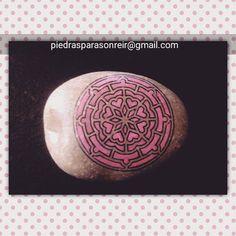 Serie de mandalas #piedraspintadas #mandalas #mandalaslovers #piedrasparasonreir #piedraspintadasamano #stonespainting #paintingstone #rockstone #rockpaintings #rockart #regalooriginal #paintingrocks #posca #uniposca #poscaart