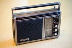 Vintage 1970s Portable AM FM Radio by General by 8trackstudios, $27.00 Radios, Le Radio, Medium Waves, Receptor, Transistor Radio, Record Players, Old Tv, Vintage Ads, Chips