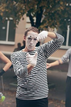 Sub Rosa. Vagrant actors. Mime #mime #black&white