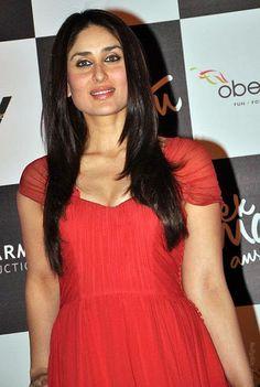 kareena kapoor cute photos in red dress