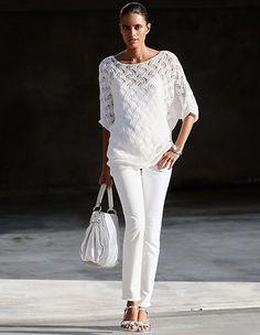 Der Pullover mit Kimonoärmeln ist ein luftiger Partner für elegante Auftritte.
