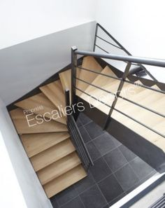 Photo DT103 - ESCA'DROIT 2 Quartiers Tournants. Escalier métal et bois d'intérieur au design contemporain. Vue 3 #metalart #cnc #metal #art Modern Stair Railing, Modern Stairs, Home Stairs Design, House Design, Industrial Restaurant Design, Industrial Apartment, Stair Makeover, House Stairs, Stairway To Heaven