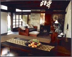 Schindler House (Los Angeles, California), interior, designed by Rudolph M. Schindler. Photograph by Julius Shulman, 1987. Julius Shulman photography archive. The Getty Research Institute, 2004.R.10