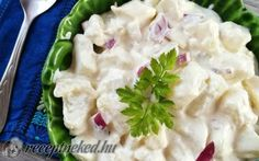 csicsókasaláta     Hozzávalók:      35 dkg csicsóka (tisztítva mért súly)     2 kisebb fej lila hagyma     2 dl tejföl     1 ek majonéz     1 púpos tk mustár     0,5 kk só     1 nagy csipet őrölt bors Potato Salad, Potatoes, Pudding, Ethnic Recipes, Food, Google, Lilac, Potato, Custard Pudding