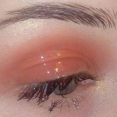 aesthetic, makeup, and peach image On paper, normal make-up must be oh-so easy - it Aesthetic Eyes, Peach Aesthetic, Aesthetic Makeup, Aesthetic Girl, Aesthetic Fashion, Eye Makeup, Makeup Art, Beauty Makeup, Makeup Quiz