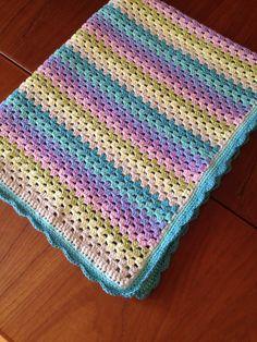 Hæklet babytæppe i granny stripes