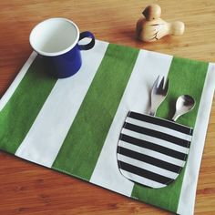 ランチョンマット/リバーシブル/Green&Whitedot Handmade Bags, Handmade Crafts, Diy And Crafts, Sewing Tutorials, Sewing Projects, Plate Mat, Table Runner And Placemats, Sewing Table, Mug Rugs