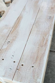 DIY rustic X console table. Wood X console table tutorial. Entry way decor and decorating ideas. How to make wood look weathered. How to decorate an entry way. Rustic Console Tables, Wood Table, Entryway Tables, Diy Storage Table, Diy Furniture Projects, Diy Projects, Woodworking Projects, Turkish Coffee Cups, Home Ceiling