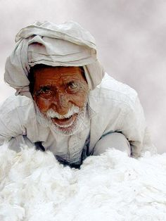 **Cotton Man, India - faces of the people We Are The World, People Around The World, Around The Worlds, Namaste, Beautiful World, Beautiful People, India People, Portraits, Working People