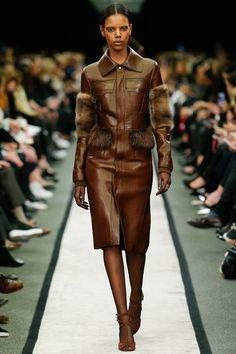 Paris Fall/Winter 2014-15 Givenchy http://iconastyle.co/asi-quedan-las-cosas-luego-de-la-semana-de-la-moda-de-paris/