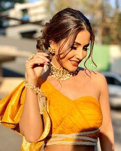 Hina Khan Hot HD Photos & Wallpapers for mobile Indian Tv Actress, Indian Actresses, Beautiful Bollywood Actress, Beautiful Actresses, Multi Coloured Crop Tops, Heena Khan, Bollywood Girls, Bollywood Wedding, Indian Celebrities