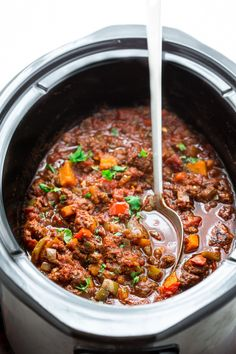 This paleo beef chili recipe is made easy in the slow cooker! Little prep needed. The slow cooker does the work. Whole 30 friendly. (Whole 30 Crockpot Recipes) Beef Chili Recipe, Paleo Chili, Chili Recipes, Healthy Crockpot Recipes, Paleo Recipes, Slow Cooker Recipes, Crockpot Dishes, Dinner Recipes, Crockpot Meals