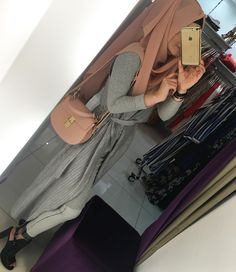 abaya and hijab discovered by ♕Asel♕ on We Heart It Hijab Wear, Hijab Outfit, Muslim Fashion, Modest Fashion, Photo Hijab, Modele Hijab, Hijab Fashionista, Arab Girls, Modest Wear