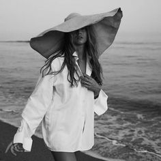 Image uploaded by bubbleguumm. Find images and videos about girl, fashion and black and white on We Heart It - the app to get lost in what you love. Beach Photography, Lifestyle Photography, Fashion Photography, Sexy Bikini, Bikini Set, Beach Shoot, Summer Photos, Summer Aesthetic, Beige Aesthetic