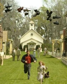 BIG FISH Albert Finney, Billy Crudup, and Ewan McGregor star in Tim Burton's drama about a dying father who likes to tell tall tales. Big Fish Film, Big Fish Movie, Love Movie, Movies And Series, Movies And Tv Shows, Tv Series, Film Movie, Pulp Fiction, Little Dorrit
