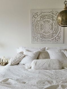 43 Best Ethnic Bedroom Ideas For A Cozy Retreat - Global Interior Design takes inspiration from all around the world. Whether it is the geometric patterns of Morocco, the vibrant colours of India or t Home Decor Hacks, Indian Bedroom, Room Interior, Home Decor, Bedroom Decor, Simple Bedroom, Interior Design, Moroccan Bedroom, Morrocan Bedroom