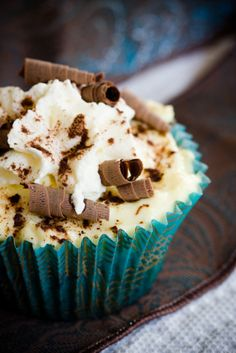 Cream cheese & chocolate cupcake