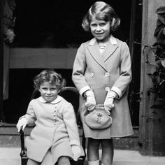 Queen Elizabeth II: Princess Elizabeth stands next to her sister Princess Margaret Pincesse Margaret, Fashion Through The Decades, Decades Fashion, English Royal Family, Royal Queen, Duchess Of York, Isabel Ii, Queen Of England, Queen Mother