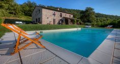 2020 - Logement entier à Located in the middle of Umbria, halfway between Todi and Perugia, Casale San Bartolomeo is only hr from Rome and Florence. Hotels, Cottage, Vacation Villas, Swimming Pools, Farmhouse, San, Pets, Outdoor Decor, Travel