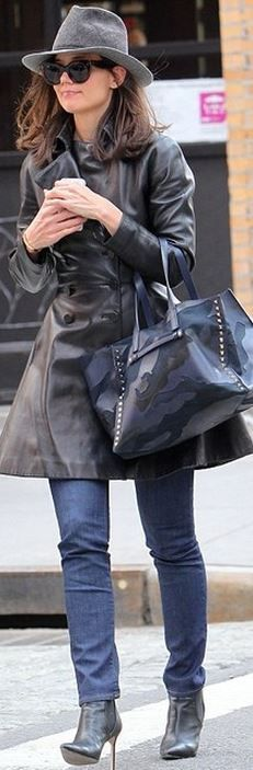 fe9af2532c67 Katie Holmes: Purse – Valentino Shoes – Manolo Blahnik Penelope Cruz, Katie  Holmes,