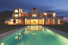 Called Cielo de Bonaire this amazing house is without doubt one of the premier luxury properties in Majorca (Mallorca), Spain. Mansion Interior, Million Dollar Homes, Balearic Islands, Luxury Villa, Luxury Real Estate, Location, Future House, Luxury Homes, Exterior