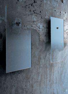 在玻璃後面漸層地鍍上銀名為Fiction(虛構)的鏡子,是設計師Jean-Marie Massaud為義大利的一間玻璃設計公司所創作的。