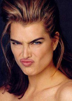 Brooke Shields - Celebrities Funny Expressions Fazendo caras e bocas e continua linda mesmo escondida... ༺•*✿Sσℓαηgє Hσℓmє✿•*¨`*•.¸༻