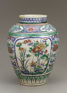 Kakiemon vase / jar, late 1700s