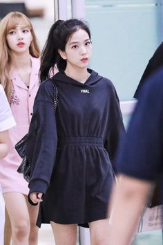 Black Pink Yes Please – BlackPink, the greatest Kpop girl group ever! Blackpink Outfits, Korean Outfits, Casual Outfits, Fashion Outfits, Blackpink Jisoo, Blackpink Fashion, Korean Fashion, Fashion Styles, Kpop Girl Groups