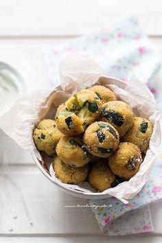 Polpette di zucchine buonissime - Ricetta Polpette semplici di zucchine