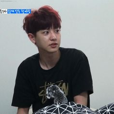 x) EXO Chanyeol waking up at Roommate's #exo #chanyeol (gif) 1/2
