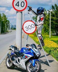 ̶k̶m̶/̶h̶ 300 km/h! Ducati, Yamaha, Rider, Tee Shirt Homme, Honda Motorcycles, Valentino Rossi, Bike Life, Golf Bags, Motorbikes
