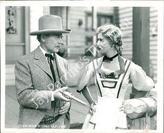 1415900 Photo CHARLIE RUGGLES, PENNY SINGLETON Go West, Young Lady 1941