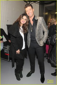 Selena Gomez Bares Midriff Backstage at Z100's Jingle Ball!   selena gomez bares midriff backstage at z100 jingle ball 01 - Photo