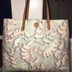 "TB Dahlia Square Kerrington Incredible pattern that can be carried year round. Dark interior with slip pocket and zipper pocket. 15"" wide x 12.5"" tall x 6.5"" deep. Super light so you aren't adding any extra weight to what you're already carrying  Price is firm on Posh unless bundled. No trades please ❤️ Tory Burch Bags Totes"