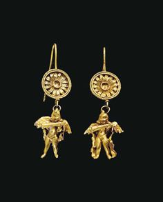 A PAIR OF GREEK GOLD EARRINGS HELLENISTIC PERIOD, CIRCA LATE 4TH-3RD CENTURY B.C.