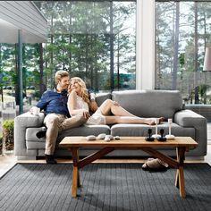Oslo-sohvalla kelpaa viettää perjantai-iltaa! Malli: Oslo Vaihtoehdot: 2- ja 3-istuttava sohva, modulisohva Jälleenmyyjä: Isku-myymälät  #pohjanmaan #pohjanmaankaluste #käsintehty