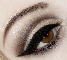 Lana Del Rey 'Born To Die' inspired make up Bronze Eye Makeup, Cat Eye Makeup, Glam Makeup, Skin Makeup, Makeup Tips, Beauty Makeup, Hair Beauty, Makeup Ideas, Eyeliner Makeup