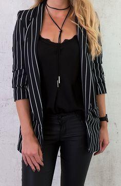 Black stripped blazer - Outfit - Look - Jasje - Zwart-wit gestreepte blazer - Fashion