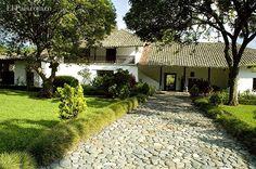 El museo de la Caña de Azúcar está ubicado en la Hacienda Pichindé, entre Cerrito y Palmira, a 42 kilómetros de Cali.