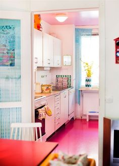 I am not the only crazy person that would paint the kitchen floor pink.....   see!