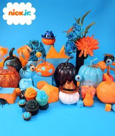 Halloween is one of our favorite holidays! Check out the tablescape of blue and orange pumpkins, cupcakes, and blinky-eye friends made with google eyes. Try making your own Halloween design inspirations at home.