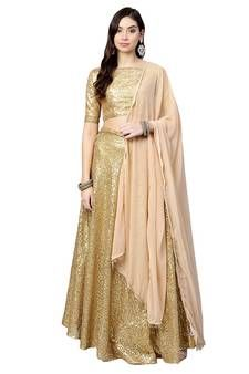 Shop stylish Gold Lehengas at exciting discounted range from our wide collections of designer Gold Lehengas with fast shipping worldwide and easy return process Gold Lehenga, Net Lehenga, Lehenga Style, Coral Pink, Pink And Gold, Lehenga Online, Ghagra Choli, Lining Fabric, Embroidered Silk