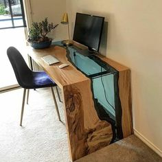 21 Best DIY Computer Desk Ideas for Home Office Inspiration from wood pallet. This simple design computer desk for your look on the corner of your room. Home Office Inspiration, Bedroom Inspiration, Bedroom Ideas, Design Inspiration, Wood Resin Table, Wood Desk, Diy Resin Desk, Wood Work Table, Wood Tables